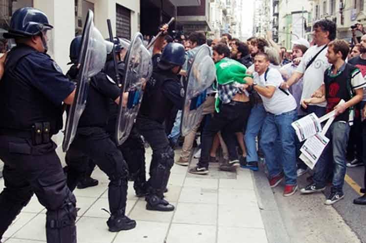 argentina-maestros-represio